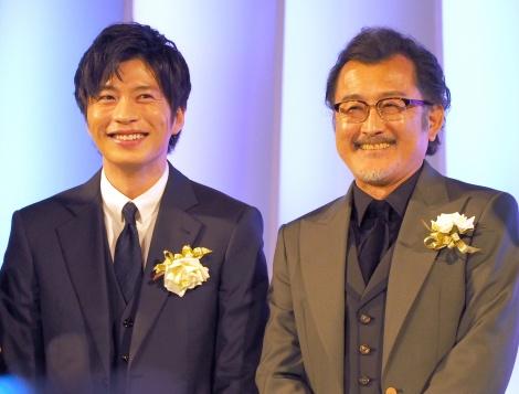 『東京ドラマアウォード2018』の授賞式に出席した(左から)田中圭、吉田鋼太郎 (C)ORICON NewS inc.