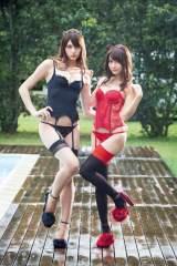 『FLASH』の表紙を飾ったアンジェラ芽衣(左)と桃月なしこ(C)佐藤佑一/週刊FLASH