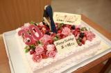 菜々緒ポーズを再現したバースデーケーキ(C)テレビ朝日