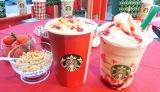 (左から)11月1日より発売の『クリスマス ストロベリー ケーキ ミルク』『クリスマス ストロベリー ケーキ フラペチーノ』 (C)oricon ME inc.
