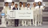 スマートフォン『Google Pixel 3』『Google Pixel 3 XL』の発売記念セレモニーに参加した(左から)U-YEAH、YORI、榛葉淳副社長、KENZO、ISSA、DAICHI、KIMI、TOMO (C)ORICON NewS inc.