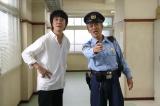 寺島進主演『駐在刑事』主題歌を担当する山崎まさよしが第4話(11月9日)に謎の男役でカメオ出演することが決定(C)テレビ東京