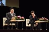 鹿児島市民文化ホールで行われた『明治維新150周年記念 西郷どんトークショー』に出演した(左から)鈴木亮平、瑛太(C)NHK