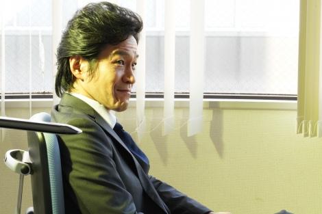 ドラマ『ドロ刑 -警視庁捜査三課-』第3話にゲスト出演する小山力也 (C)日本テレビ