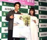 「2019年版カレンダー」の発売記念イベントを行った高田夏帆(右)とカメラマンを担当した武田航平 (C)ORICON NewS inc.