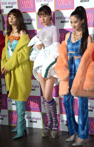 『ViVi Night in TOKYO 2018 HALLOWEEN PARTY』の開演前囲み取材に出席した(左から)八木アリサ、トリンドル玲奈、河北麻友子 (C)ORICON NewS inc.