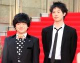 『第31回東京国際映画祭』オープニングイベントのレッドカーペットに登場した(左から)加藤諒、渡辺大知 (C)ORICON NewS inc.