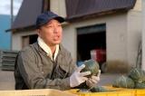 HTB北海道テレビの開局50周年ドラマ『チャンネルはそのまま!』(2019年3月放送)農夫役で音尾琢真が出演(C)HTB