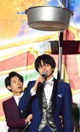 映画『ニセコイ』スペシャルステージに出席したSexy Zoneの中島健人(前)とKing & Princeの岸優太(後) (C)ORICON NewS inc.