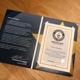 歴代プリキュア55人に贈られたギネス認定証。(榎本温子オフィシャルブログより)