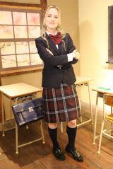 11日放送の旅番組『じょんのび日本遺産』で人生初のJK制服姿を披露するナタリー・エモンズ (C)TBS