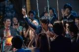 誕生パーティーの夜、雅彦は奇妙なカラスと出会う(C)NHK