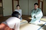 連続テレビ小説『まんぷく』第6週・第34話より。ハナの夫・水島賢作にお金を借りに来た福子(C)NHK