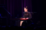 CHARAがキーボード、斉藤和義がドラムで「Swallowtail Butterfly〜あいのうた〜」を披露 Photo by 後藤倫人
