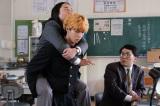 『今日から俺は!!』第6話よりムロツヨシ、賀来賢人、シソンヌじろう (C)日本テレビ