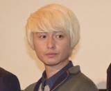 映画『青の帰り道』の完成披露上映会の舞台あいさつに出席した冨田佳輔