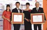 『いい夫婦 パートナー・オブ・ザ・イヤー 2018』を受賞した(左から)陣内孝則・恵理子夫妻、庄司智春・藤本美貴夫妻 (C)ORICON NewS inc.
