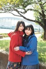 『週刊少年マガジン』50号の表紙を飾ったけやき坂46・小坂菜緒(左)と齊藤京子