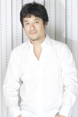 テレビアニメ『荒野のコトブキ飛行隊』に出演する藤原啓治
