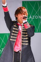 ラゾーナ川崎でニューシングル発売記念ライブを開催したM!LKの佐野勇斗
