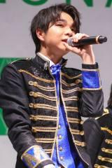 ラゾーナ川崎でニューシングル発売記念ライブを開催したM!LKの塩崎太智