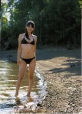 スレンダーボディが美しい1st写真集『Sunny Flower』