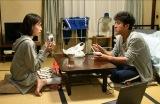 TBSドラマ『大恋愛〜僕を忘れる君と』第2話より戸田恵梨香、ムロツヨシ(C)TBS