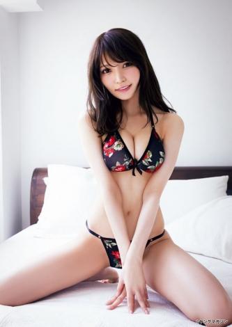 『月刊ヤングマガジン』12号に登場した似鳥沙也加(C)桑島智輝/ヤングマガジン