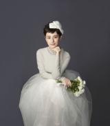 麗しいウエディングドレス姿を披露したホラン千秋