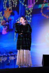 ユニバーサル・スタジオ・ジャパンでサプライズライブを行った西野カナ