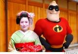 京都祇園の舞妓さんとMr.インクレディブル=『インクレディブル・ファミリー』(C)2018 Disney/Pixar