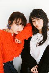 高橋愛の初メイクブック『Ai Takahashi MAKE-UP BOOK』オフショット(左から)高橋愛、牧野真莉愛