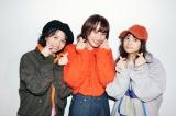 高橋愛の初メイクブック『Ai Takahashi MAKE-UP BOOK』オフショット(左から)浅倉樹々、高橋愛、稲場愛香