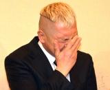浅井良二さんのお別れの会で泣く素振りをするウド鈴木 (C)ORICON NewS inc.