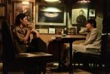 第157回芥川賞を受賞した沼田真佑氏の『影裏』を映画化。主演は綾野剛(右)、共演は松田龍平(左)