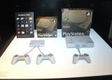 発売される『プレイステーションクラシック』(左)と初代『プレイステーション』(右) (C)ORICON NewS inc.