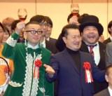 サンミュージック『グループ創立50週年記念式典』に出席した(左から)ひぐち君、テル、山田ルイ53世 (C)ORICON NewS inc.