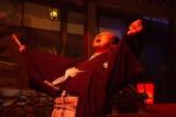 大河ドラマ『西郷どん』第41回より。花火を見上げて絶叫する島津久光(青木崇高)(C)NHK
