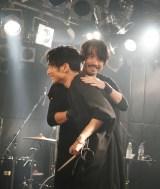SKY-HIのライブに金子ノブアキがサプライズ出演