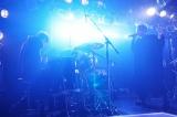 熱いセッションで観客を沸かせたSKY-HI×金子ノブアキ