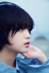 平手友梨奈=欅坂46ファースト写真集『21人の未完成』アザーカット