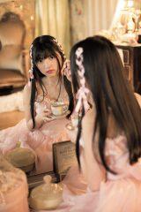 上村莉菜=欅坂46ファースト写真集『21人の未完成』アザーカット
