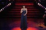 22歳の池田エライザが「ブルースの女王」青江三奈さんの名曲「恍惚のブルース」を妖艶に歌い上げる(C)NHK