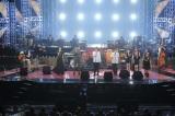 ゲスト全員によるスペシャルコラボレーションで「満月の夕」を熱唱(C)NHK