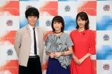 『2018FNS歌謡祭』MCを担当する(左から)渡部建、森高千里、加藤綾子(C)フジテレビ