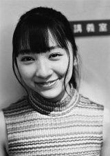 佐藤詩織=欅坂46ファースト写真集『21人の未完成』アザーカット