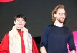 『東京コミックコンベンション2018』オープニングイベントに登場した(左から)エズラ・ミラー、トム・ヒドルストン (C)ORICON NewS inc.