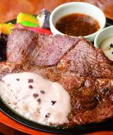 黒トリュフと和風の2種ソースで味わう牛肩ロースステーキ