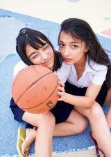 『ヤングマガジン』の表紙を飾ったエリカ(右)&マリナ姉妹(C) 岡本武志 /ヤングマガジン