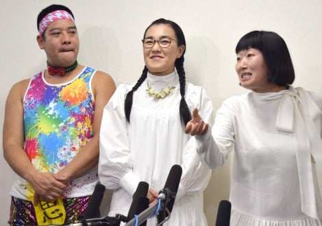 サムネイル 結婚会見を行った(左から)チェリー武吉&たんぽぽ・白鳥久美子と相方の川村エミコ (C)ORICON NewS inc.
